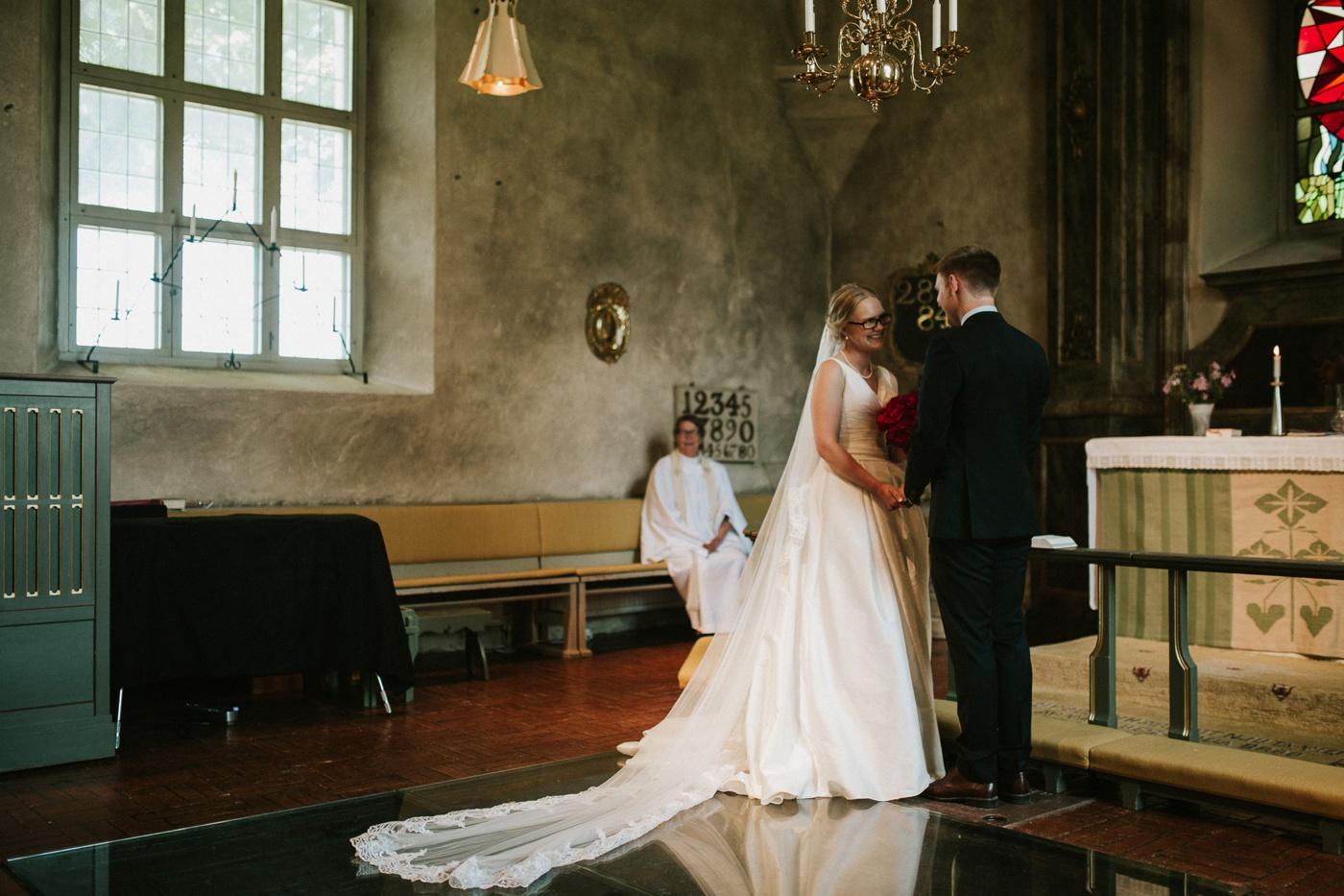 ceciliajoakim_sweden-countryside-summer-wedding_melbourne-fun-quirky-wedding-photography_11