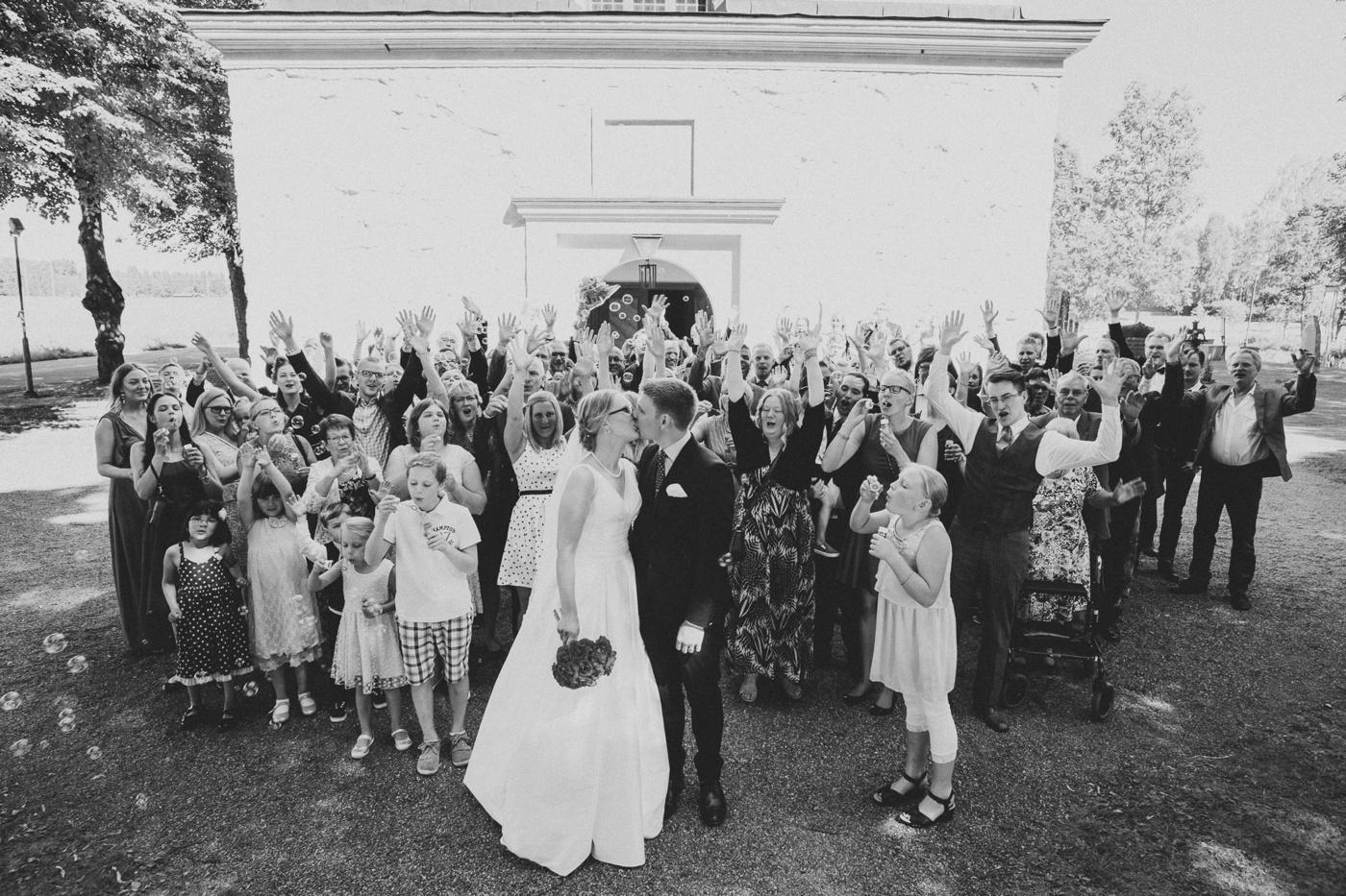 ceciliajoakim_sweden-countryside-summer-wedding_melbourne-fun-quirky-wedding-photography_24