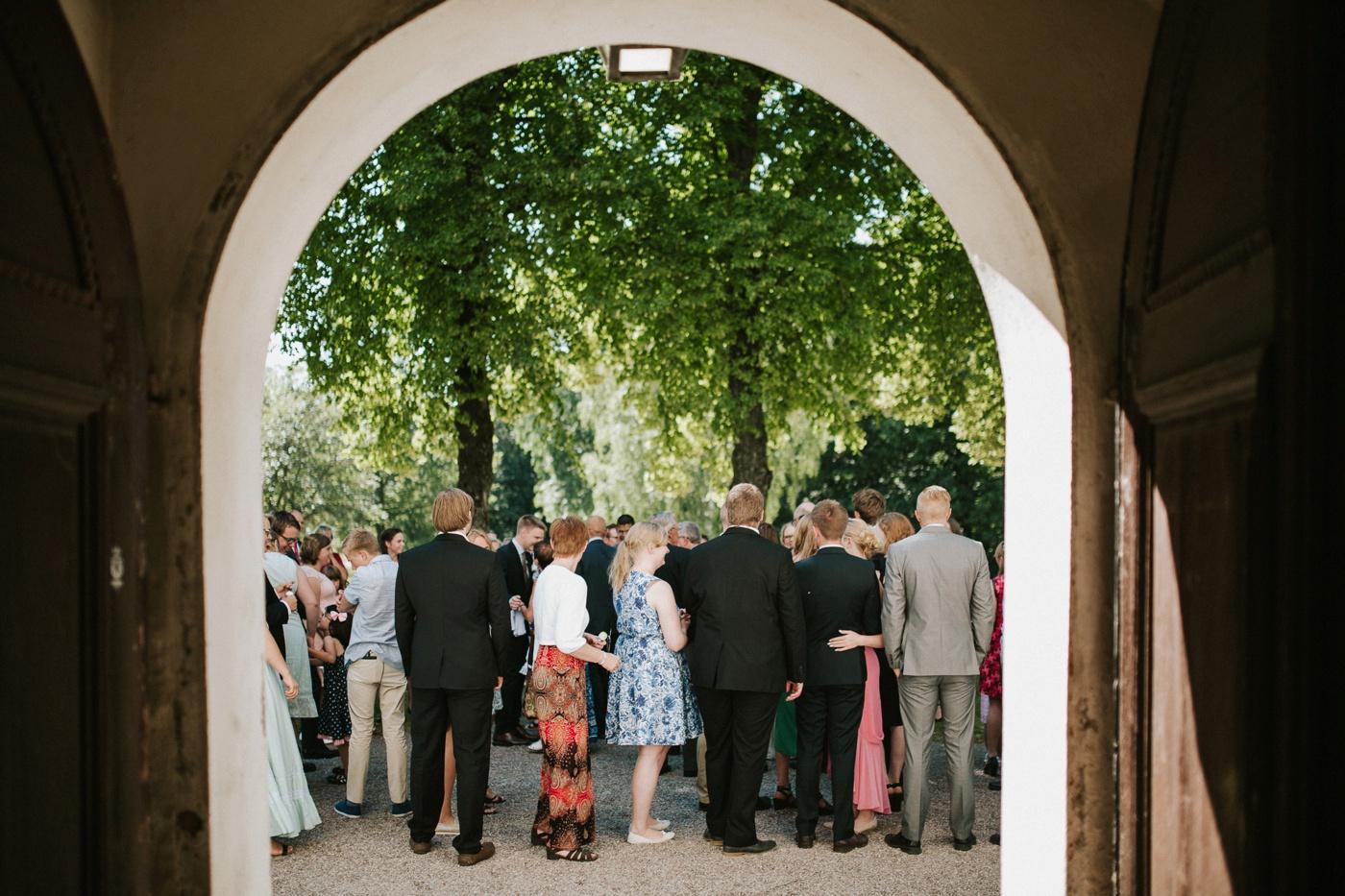 ceciliajoakim_sweden-countryside-summer-wedding_melbourne-fun-quirky-wedding-photography_27