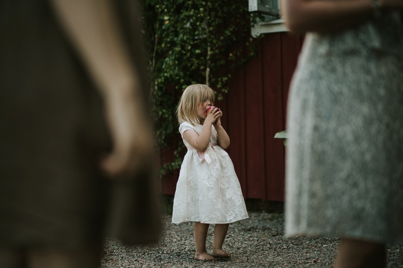 ceciliajoakim_sweden-countryside-summer-wedding_melbourne-fun-quirky-wedding-photography_73
