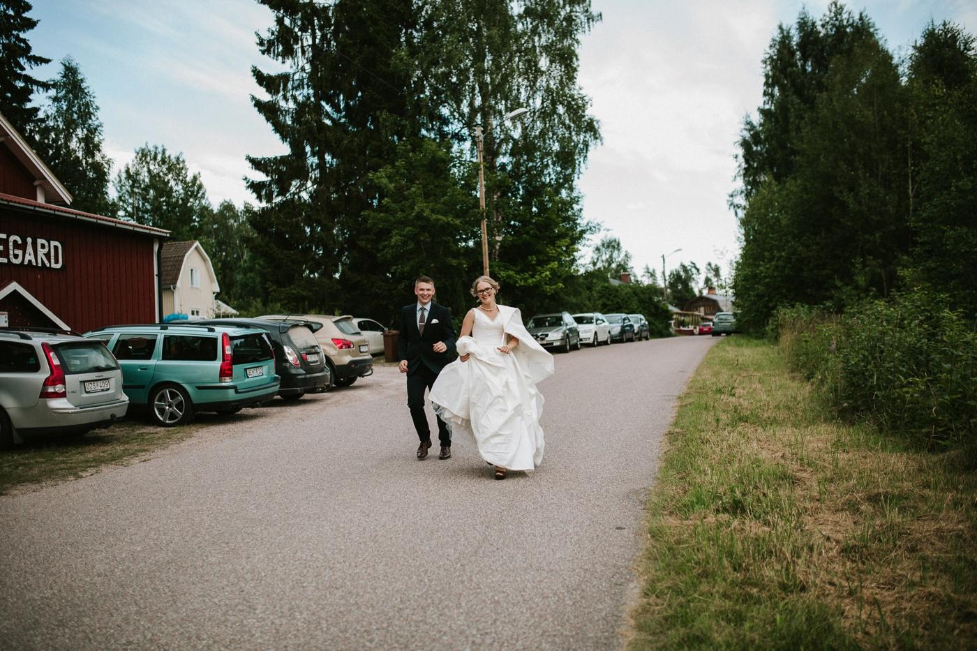 ceciliajoakim_sweden-countryside-summer-wedding_melbourne-fun-quirky-wedding-photography_88