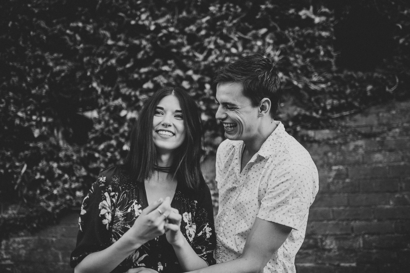 caitlinchris_melbourne-relaxed-fun-collingwood-engagement-session_shootout_10