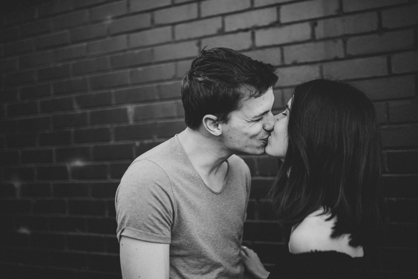 caitlinchris_melbourne-relaxed-fun-collingwood-engagement-session_shootout_2