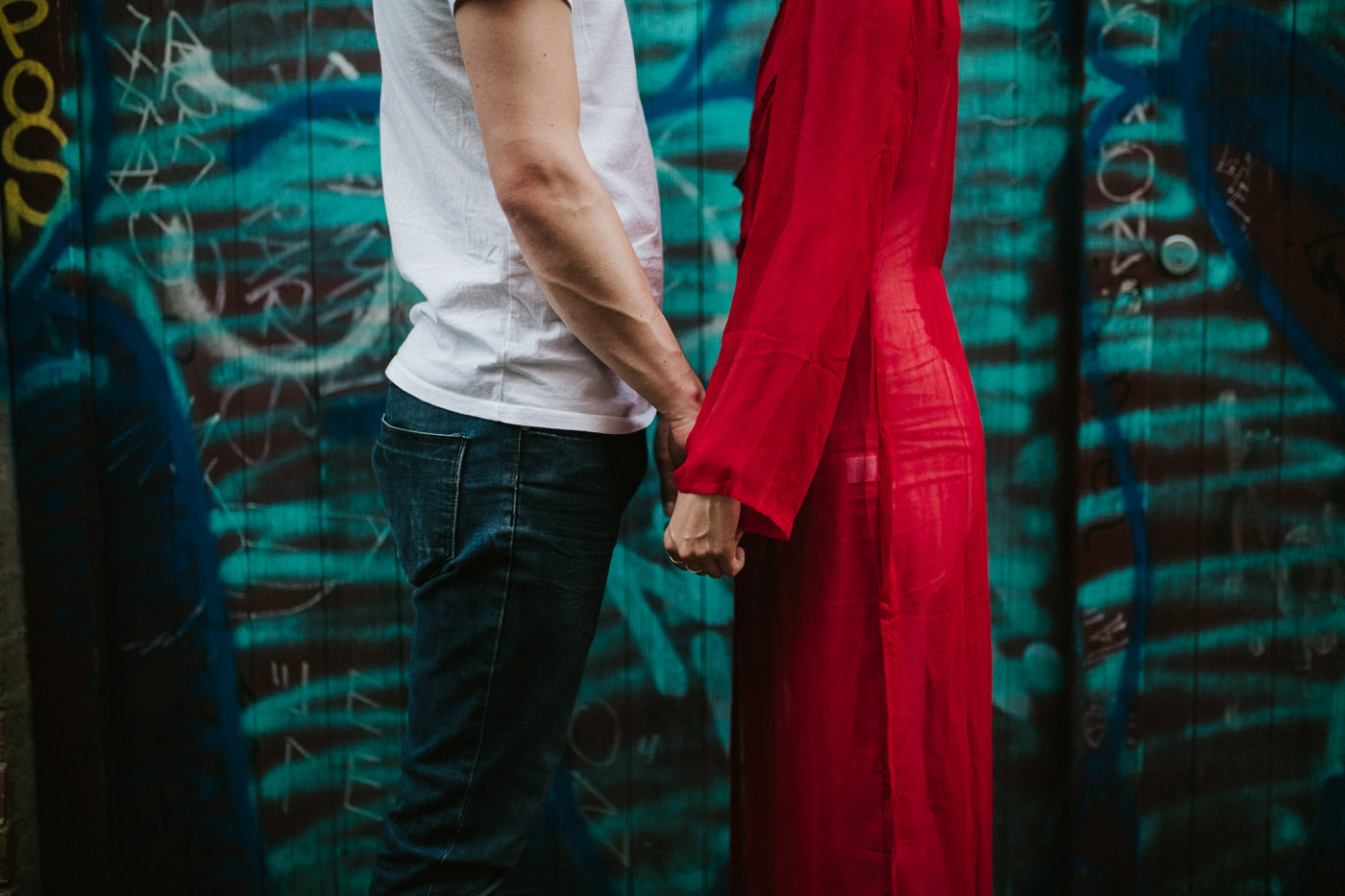 caitlinchris_melbourne-relaxed-fun-collingwood-engagement-session_shootout_22