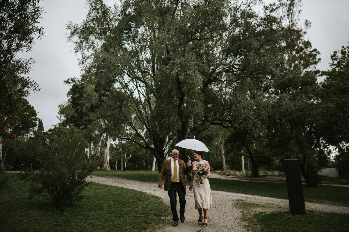 Em&Steve_HeideMuseum_Garden-Fun-Modern-Wedding_Melbourne-Wedding-Photographer_8